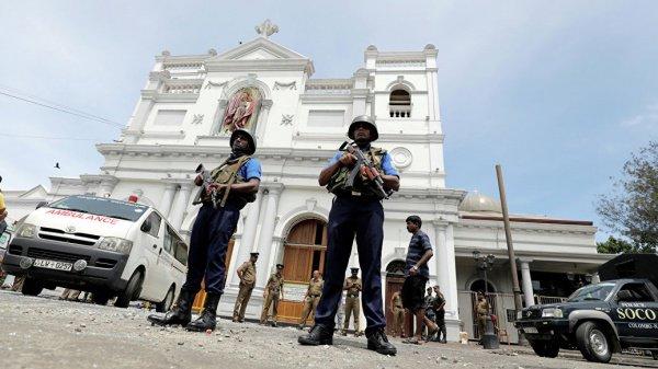 В Шри-Ланке начинает действовать режим ЧП.