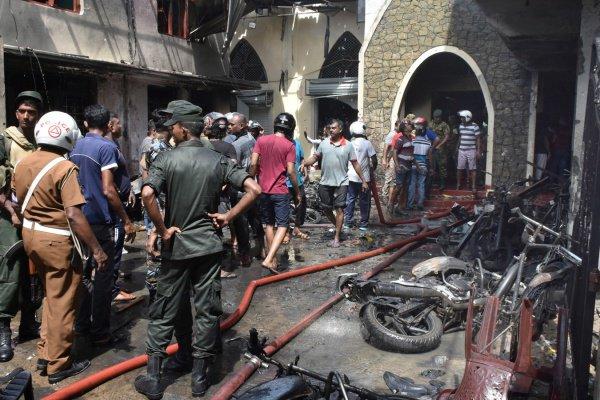 В Шри-Ланке в связи с терактами действует режим ЧП.