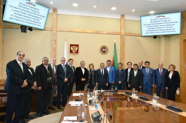 Президент Татарстана с кинодеятелями, участниками КМФМК.