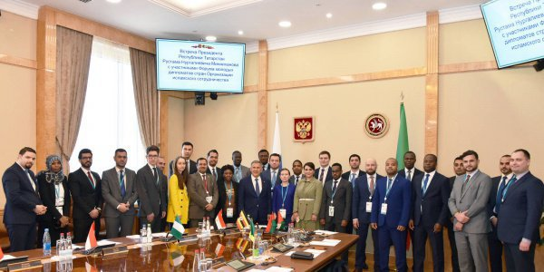 Молодые дипломаты ОИС на встрече с президентом Татарстана.