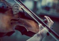 В Италии во время операции пациентка играла на скрипке