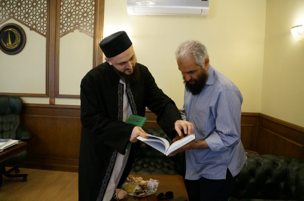 Муфтий РТ с авторитетным богословом из Кувейта.