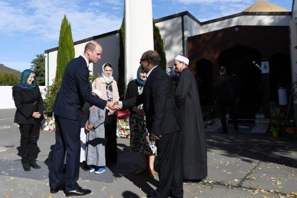 Принц Уильям с имамом мечети в Крайстчерче.