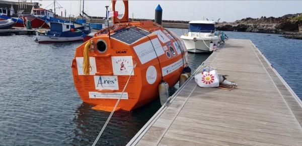 Лодку — бочку, которую Савен зовет «мой компаньон», построили на небольшой верфи в Жиронде