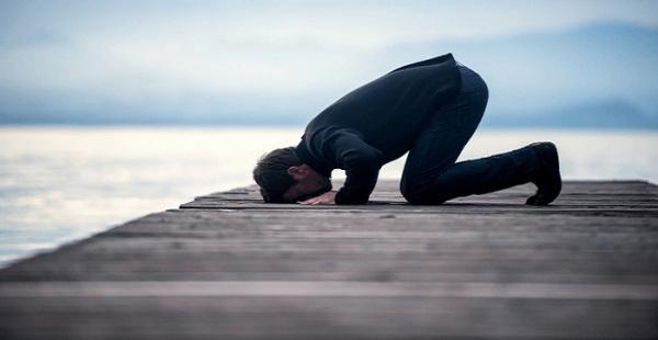 Почему именно в земном поклоне человек наиболее близок к Аллаху?