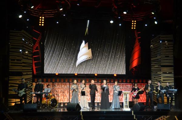 Победитель получил, помимо традиционной статуэтки, сертификат на 1 миллион рублей.
