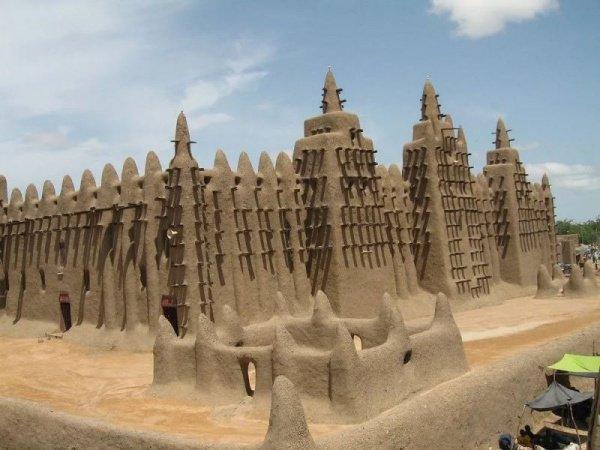 Соборная мечеть Дженне – это самое крупное глиняное здание на планете