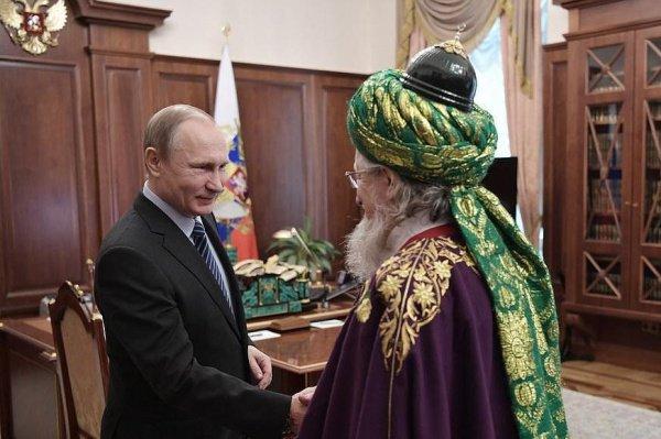 Президент России вручил награду Верховному муфтию РФ.