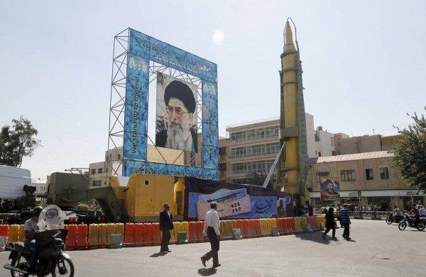Иран частично вышел из ядерной сделки.