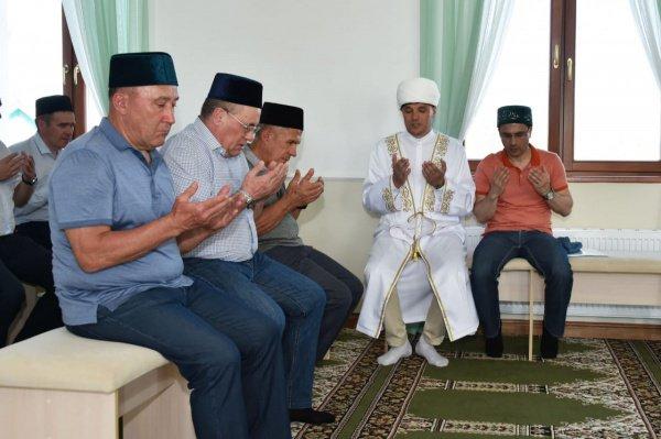 Президент Татарстана в мечети.