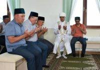 Рустам Минниханов совершил намаз в мечети в Рыбно-Слободском районе