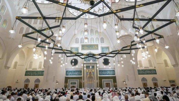 В Шардже открыли крупнейшую мечеть эмирата.