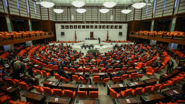 В парламенте Турции едва не произошел теракт.