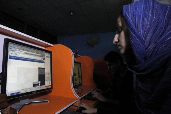 Жителей Афганистана могут лишить свободного доступа в интернет.