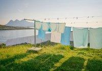 Аллерголог советует не сушить одежду на балконе