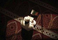 Зачем мусульмане совершают итикаф?