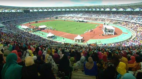 Конкурс чтецов Корана прошел на стадионе.