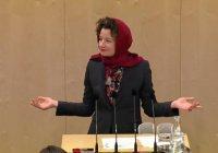 Австрийский депутат выступила в парламенте в хиджабе в защиту мусульман