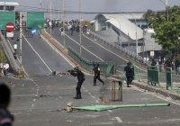 В Индонезии – масштабные протесты, есть жертвы