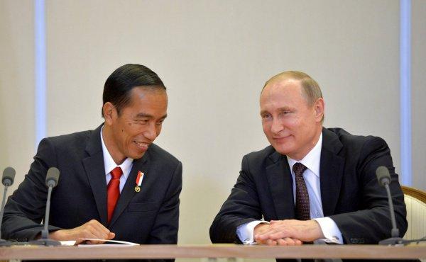 Президенты России и Индонезии на встрече в 2016 году.