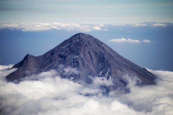 Активность вулкана после взрыва не уменьшилась