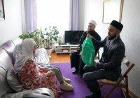 Муфтий Татарстана навестил малоимущие семьи Казани