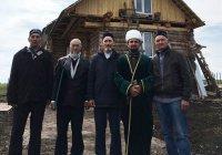 В бавлинском селе Васькино-Туйралы установили полумесяц на новую мечеть