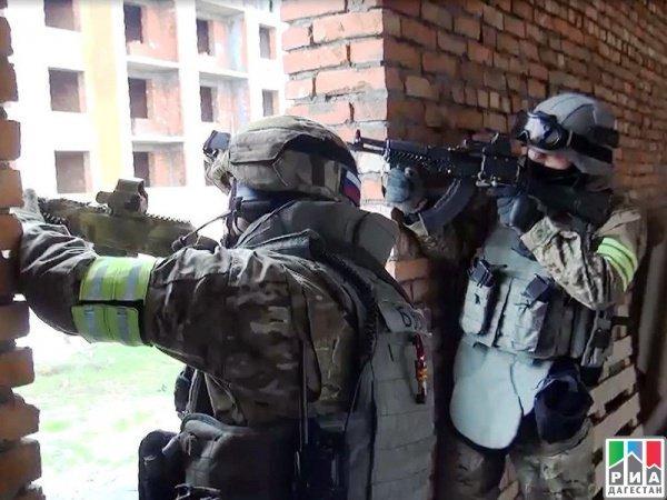 Правоохранительные органы проверяли местность и во время осмотра нежилого частного дома террористы открыли по ним огонь