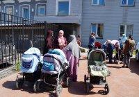 Малоимущие семьи получили коляски от ДУМ РТ