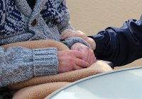В Британии установили остановку для людей с деменцией