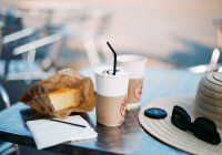 Врач призвал отказаться от кофе и мяса в жару