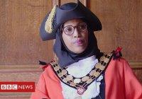 Мусульманка в хиджабе назначена мэром в Великобритании
