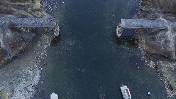 Предполагается, что злоумышленники обрушили центральный пролет конструкции в реку, а потом разобрали его на части