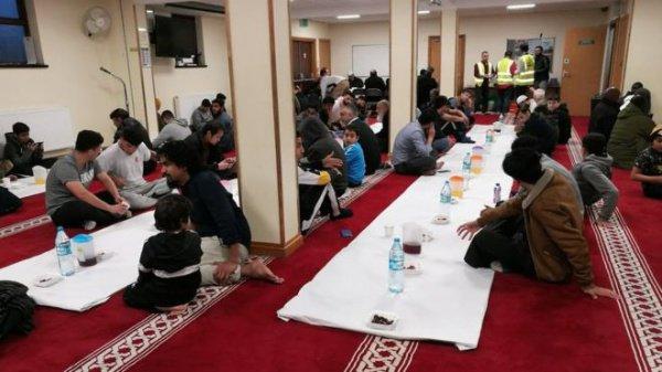 За это время мечеть Даруль-Исра в Кардиффе могла, предположительно, потратить до 70 тыс. единиц пластиковой посуды