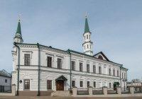 Рустам Минниханов прочитал праздничный намаз в Галиевской мечети