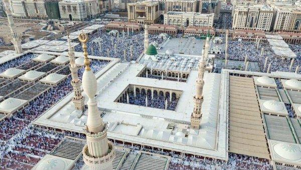 Праздничный намаз в Медине, мечеть Пророка (мир ему)