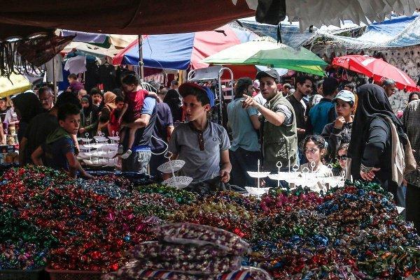 Мусульмане совершают покупки перед праздником, Палестина