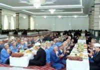 В Туркмении президент устроил благотворительный обед в честь Ураза-байрам