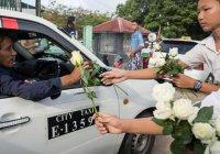 В Мьянме буддисты подарили розы мусульманам