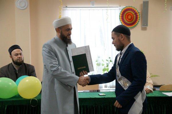 Камиль Самигуллин дал наставления будущим имамам.
