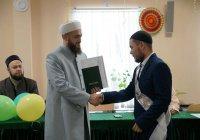 """Муфтий вручил дипломы выпускникам медресе """"Мухаммадия"""""""