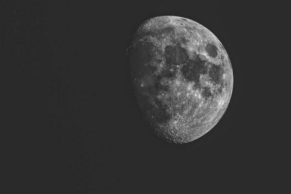 Огромная масса металла залегает под поверхностью кратера Южный полюс – Эйткен на обратной стороне Луны