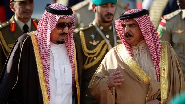 Аравийские монархи поздравили россиян с Днем России.