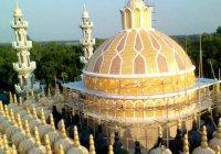 Уникальная мечеть с 201 куполом привлекает мусульман со всего мира