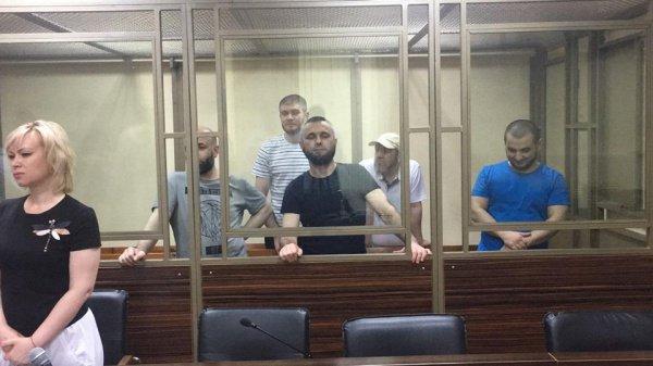 Фото из зала суда.