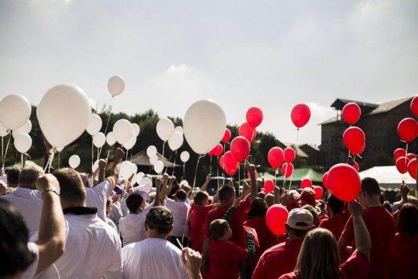 Воздушные шары, наполненные гелием, может отнести довольно далеко