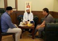 Муфтий Татарстана встретился с известным спортсменом и тренером