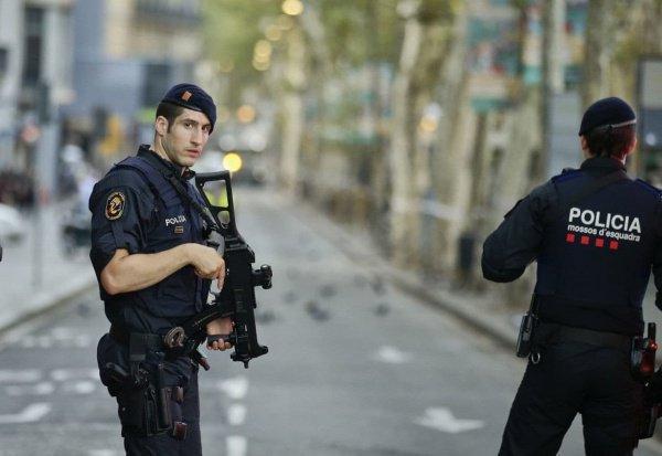 Полиция расследует стрельбу по мечети.