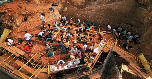 Археологи продолжают раскопки.