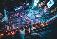 Акробаты прошли между небоскребами на Таймс-сквер (ВИДЕО)